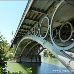 El Puente de Triana. La unión de las dos Sevillas.
