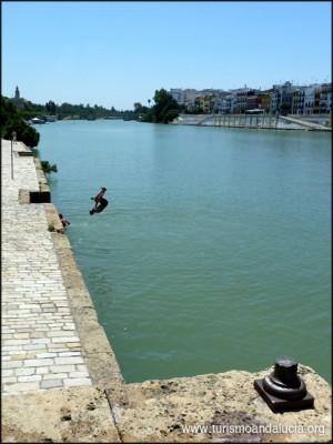 Niños en el Guadalquivir