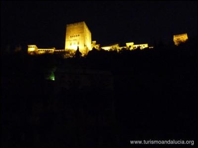 Paseo de los Tristes de noche en Granada