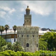 La Torre del Oro ¿Parece de oro, es de oro o tiene el oro?