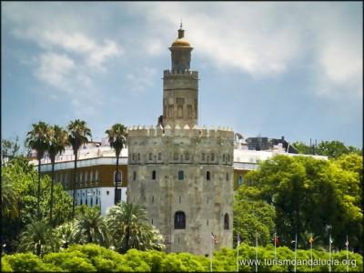 Torre del Oro desde Triana Sevilla